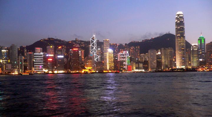 http://www.hongkonghustle.com/wp-content/AvenueOfStarsNightscape.jpg