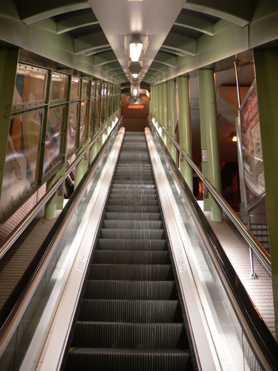 One leg of the escalator system