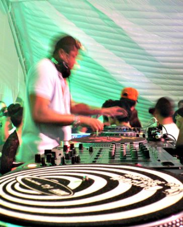 Clot Just Blaze Cutting DJ