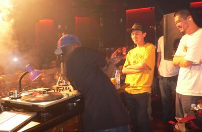 Roc Raida gettin' biz at MIX Beijing - D.J.s Wordy and V-Nutz watch