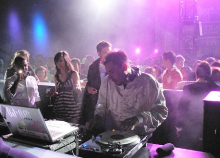 DJ_AM_Coach_party_Hong