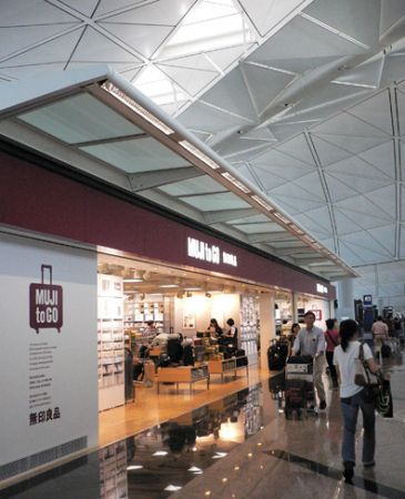 Muji_shop_airport_Hong_K