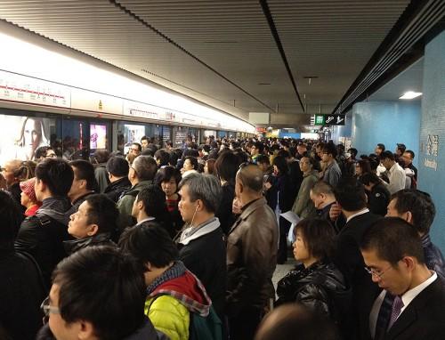 hong kong mtr hk express train subway crowded admiralty