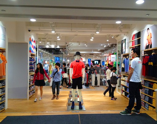 uniqlo store hong kong flagship hk ut t shirt shop