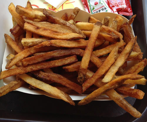 Cali Burger hong kong address hk 68 hennessy road wan chai hours