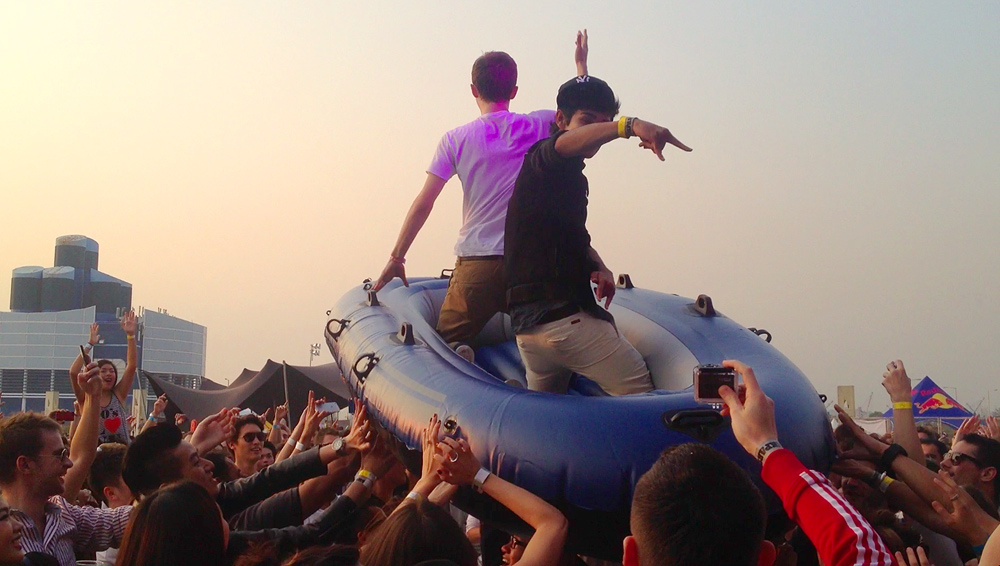 crowd-rafting-steve-aoki-blohk-party-surfing-hong-kong-hk
