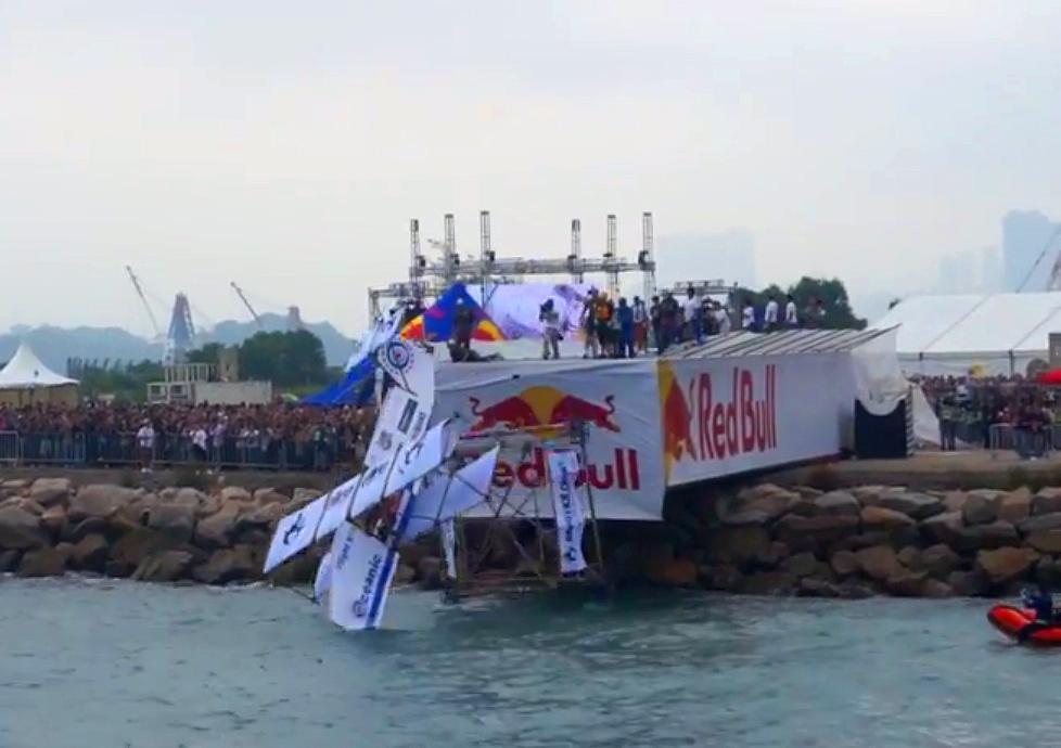 flugtag-hong-kong-2014-crash-video-hk-fail