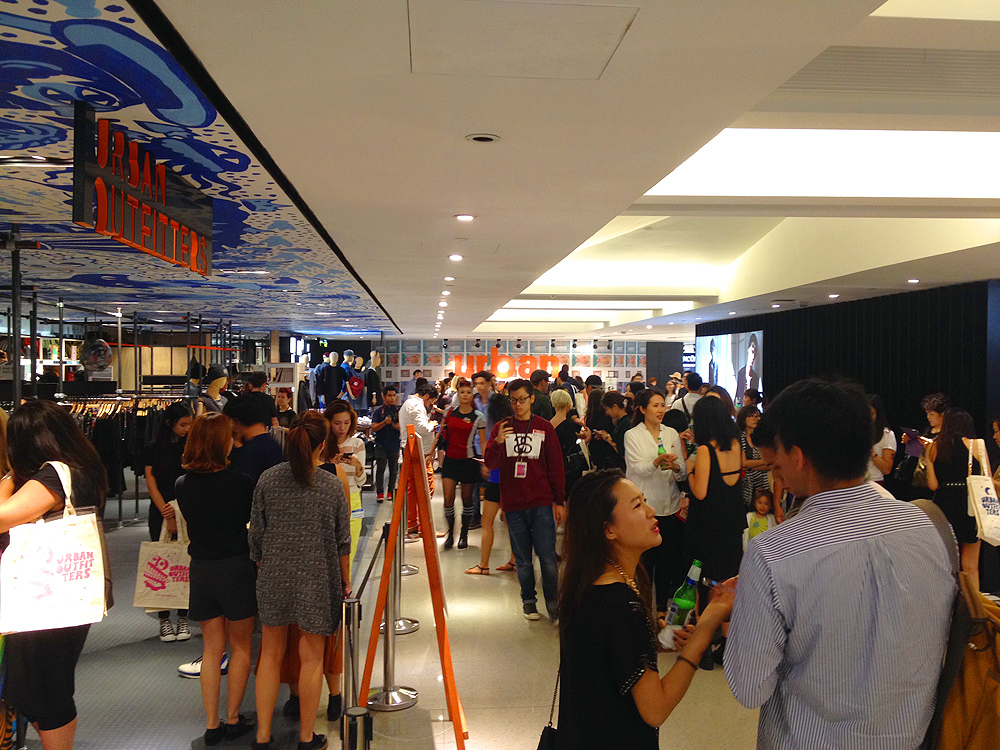 urban outfitters store hong kong hk address 93 queensway plaza